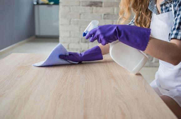Cách vệ sinh bàn làm việc